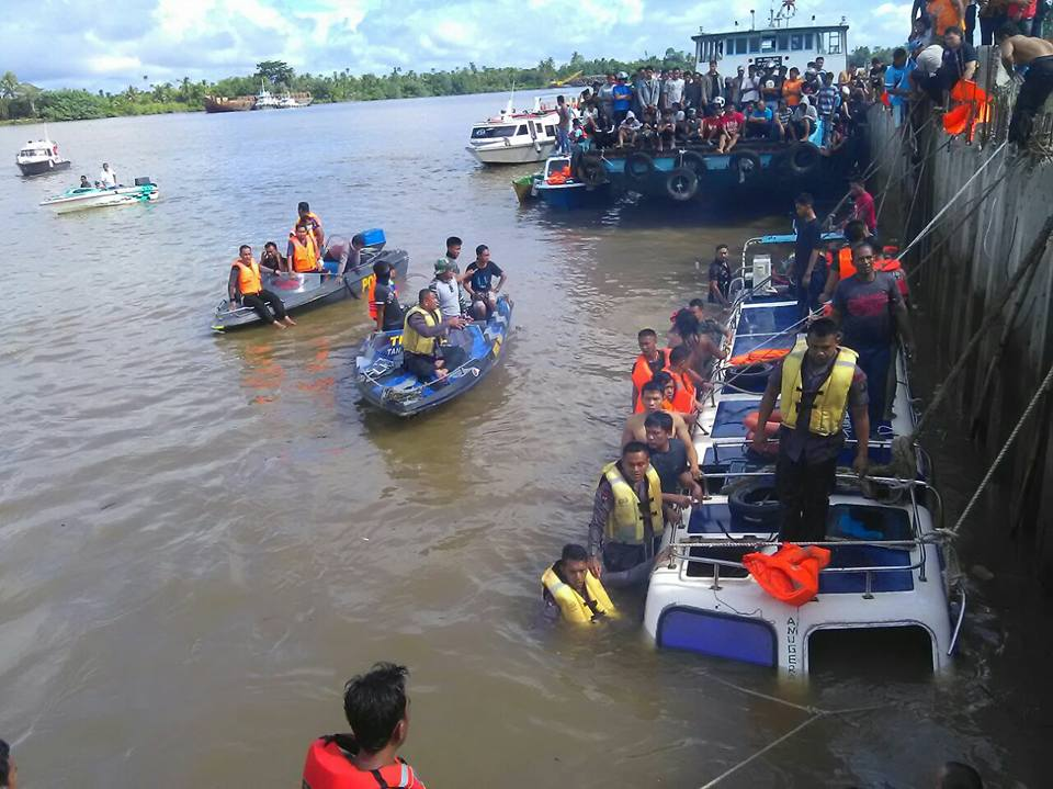 Kejadian Speed Boat Terbalik di Sungai Kayan Kab. Bulungan Kalimantan Utara. - (Ada 0 foto)