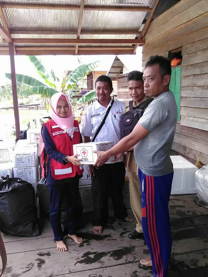 PMI Provinsi Kalimantan Utara dan PMI Kab. Bulungan mendistribusikan Barang bantuan ke lokasi bencan - (Ada 0 foto)