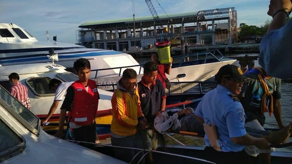 PMI Kab. Nunukan ikut melakukan pendampingan dari Pelabuhan sampai RSUD Nunukan. - (Ada 0 foto)