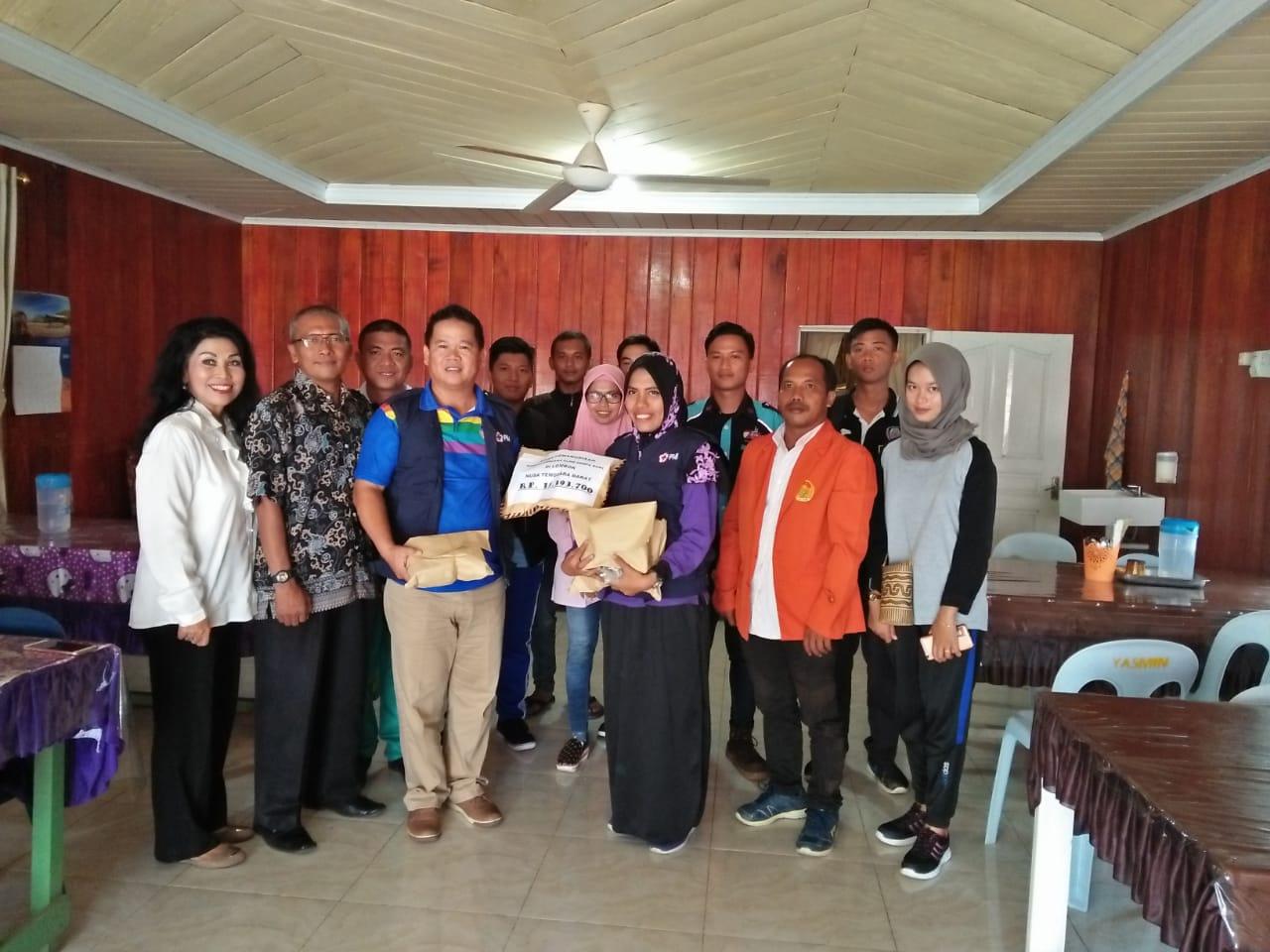 Penyerahan donasi dari Masyarakat Malinau melalui Relawan RMPB, PMR SMPN 1 Malinau Kota - (Ada 0 foto)