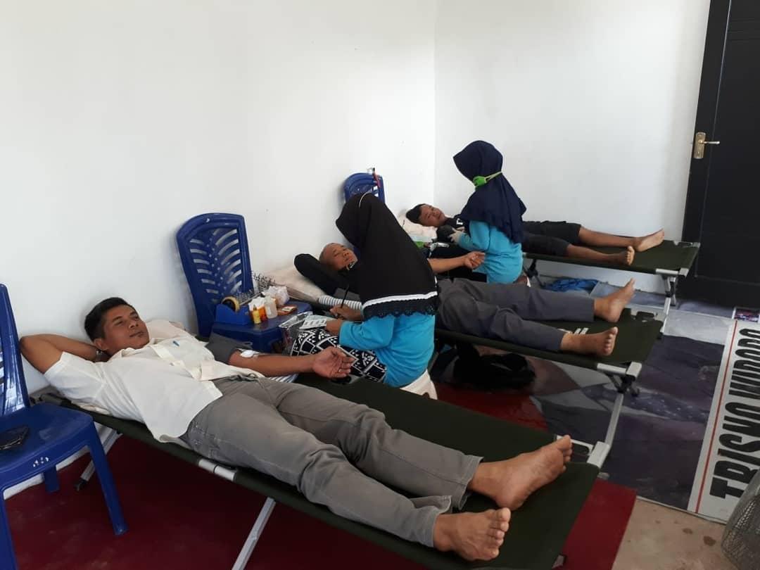 Bertempat di Setia Hati Teratai, Unit Transfusi Darah PMI Kota Tarakan mengadakan kegiatan Donor Dar - (Ada 0 foto)